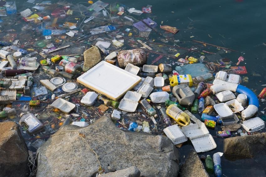 Plastikmüll im Wasser, wasservergiftung