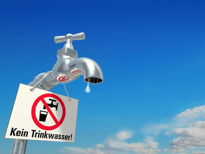 Das Leitungswasser ist heute mit vielen Schadstoffen angereichert